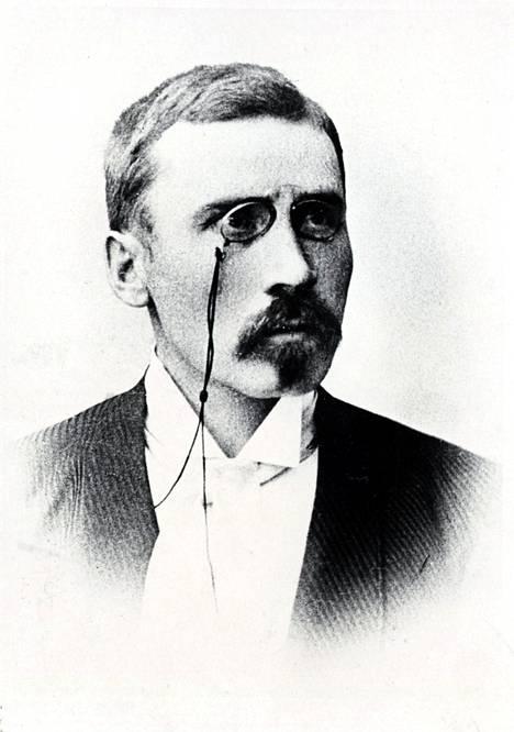 Algot Untola tunnetaan kenties paremmin Maiju Lassilana, vaikka hän käytti kirjoittaessaan monia muitakin salanimiä.