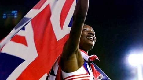 Denise Lewis juhli seitsenottelun olympiavoittoa Sydneyssä 2000.