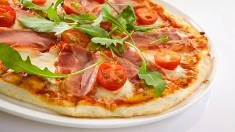 Täydellinen pizzapohja on ohut ja rapea.