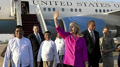 Hillary Clinton saapui Burmaan.