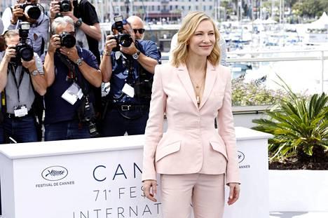 Cate Blanchettin valintaa Cannesin elokuvajuhlien pääkilpasarjan tuomariston puheenjohtajaksi on kehuttu.