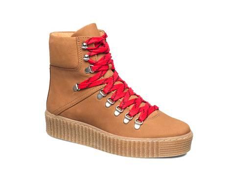 Väriä talvikenkään saa nauhavalinnalla. Shoe The Bearin nupukkinahkaiset tennarinilkkurit 113,72 €, Boozt.com.