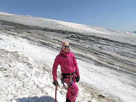 Anne-Mari Hyryläinen sanoo, että kärsivällisyys ja tilanteiden lukeminen ovat vuorikiipeilyssä ehdottoman tärkeä taito.