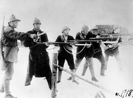 Helsingin punakaartia vuonna 1918.