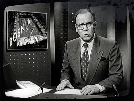 Kari Toivonen teki pitkän uran uutistenlukijana.