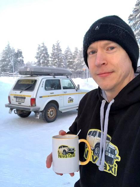 Pekka Lehtinen kertoo työn ja huvin yhdistyvän sopivassa suhteessa pyörittäessään yhden miehen taksifirmaa.