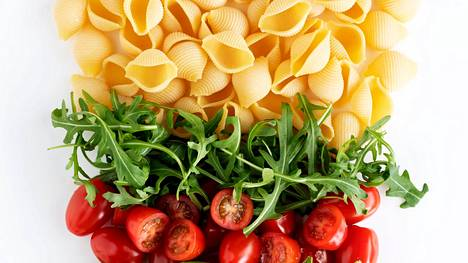 Helpon pastasalaatin kastike terästetään piparjuurella.