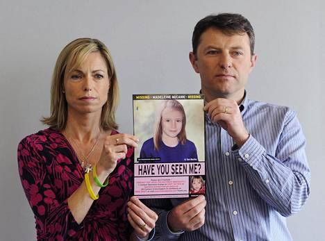 Kate ja Gerry McCann esittelivät vuonna 2012 kuvaa siitä, miltä Madeleine olisi voinut näyttää 9-vuotiaana.