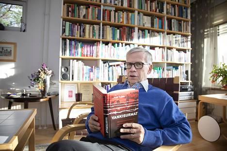 Vladimir Putin käyttää liioiteltuja viholliskuvia hyväkseen pysyäkseen itse vallassa. Helsingin yliopiston historian dosentti Antti Kujala uskoo, että siinä on yksi syy Suomea vastaan käynnistettyyn kansanmurhatutkintaan.