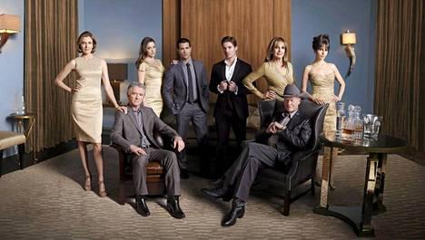 Patrick Duffy (edessä vas.) on näytellyt Ewingin perheen päätä Larry Hagmanin kuoleman jälkeen.