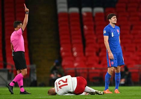 Harry Maguirelle (oik.) tuomittiin punainen kortti ottelussa Tanskaa vastaan.