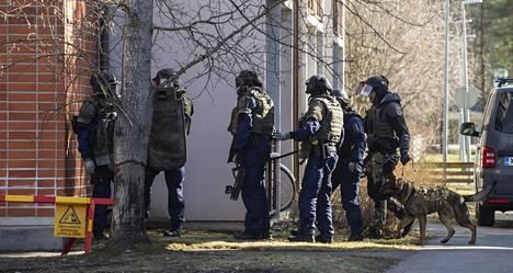 Koronaepidemia vähensi katuväkivaltaa Oulun poliisilaitoksen alueella. Huumerikosten ja velanperintään liittyvien törkeiden väkivaltatapausten määrä sen sijaan kasvoi alkuvuoden aikana.