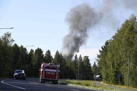 Pohjois-Pohjanmaalla Iissä syttyi sunnuntai-iltana rakennuspalo. Pelastuslaitos julisti alueelle räjähdysvaaran.