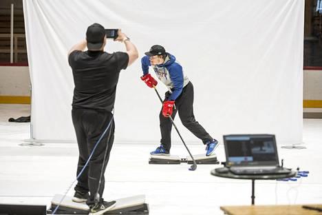 Lehtonen valmistautui kesällä NHL-kauteen mm. edistyksellisen harjoittelulaitteiston avulla Paimiossa.