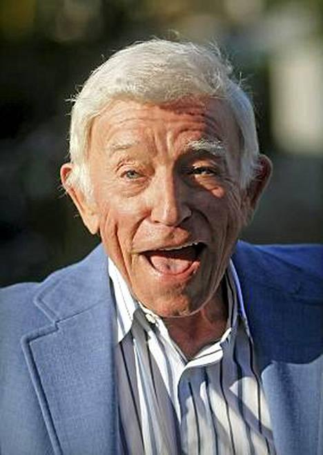 Henry Gibson näytteli uusnatsijohtajaa The Blues Brother -elokuvassa.