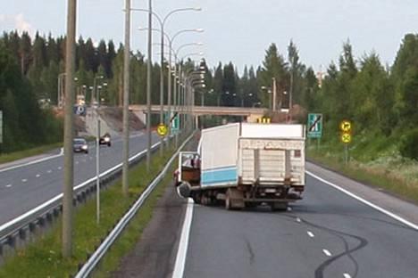 Poliisi pysäytti kuormurikuskin Kuopiosta noin yhdeksän kilometriä Siilinjärvelle päin.