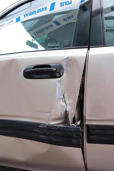 Autoon tuli jonkin verran vahinkoa.