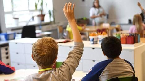 Telegraph ihastelee suomalaista koulua, missä ei keskitytä kokeisiin ja ulkoa opetteluun.