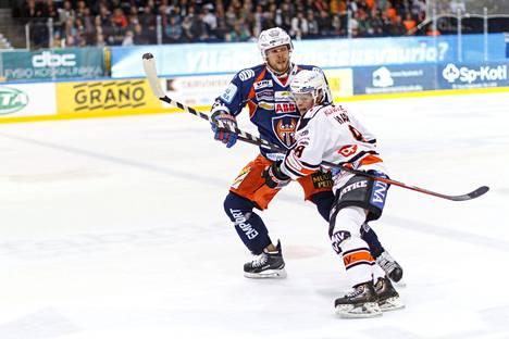 Jukka Peltola tunnetaan pelaajana, joka ei kaihda ottaa kontaktia.