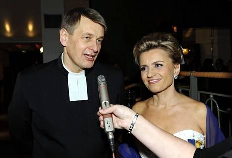 Niilo ja Päivi Räsänen ovat olleet myös Linnan juhlien vakiovieraita. Vuonna 2010 heidät kuvattiin Ravintola Teatterin jatkoilla.