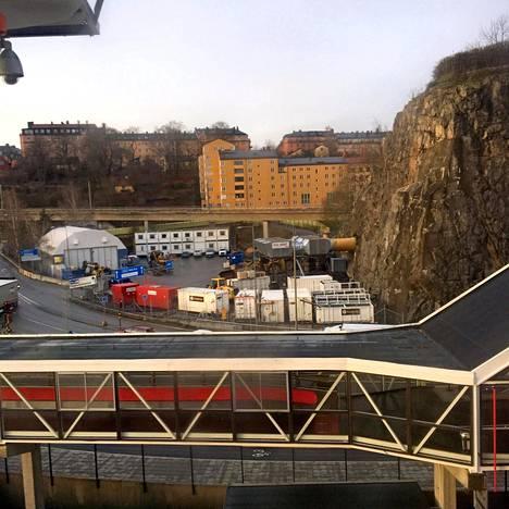 Matkan päämäärä. Ulkomaa! Södermalm! Tosin vain ruudun takaa.