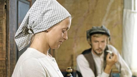 Myrskyluodon Maija -sarjan päärooleja näyttelevät Rose-Marie Rosenback ja Leif Sundberg.