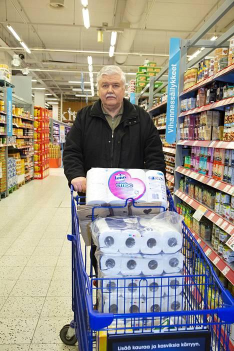 Ostokset kustantavat viikossa 250 euroa Kari Kivekkään taloudessa.