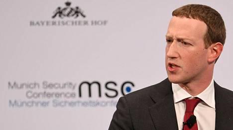 Facebookin perustajan ja toimitusjohtajan Mark Zuckerbergin henkilökohtaisesta omaisuudesta suli miljardeja yhtiön osakkeen arvon laskettua.
