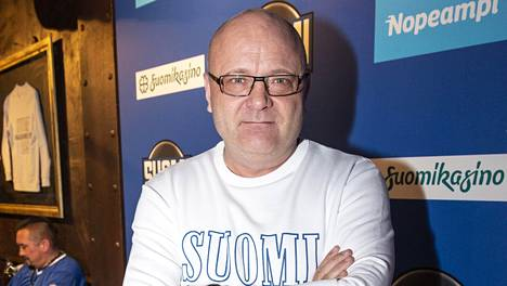 Tapio Suominen teki jääkiekon MM-kisojen aikana juonto- ja pr-töitä helsinkiläisessä ravintolassa.