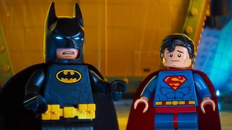 Batman ja Superman jatkavat kiivasta keskinäistä kilpailuaan Lego-maailmaan sijoittuvassa supersankarianimaatiossa.