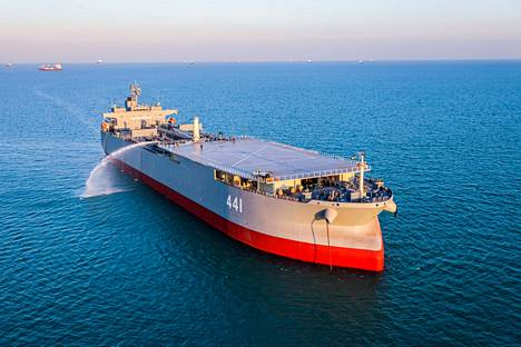Makran-niminen öljytankkeri, joka on otettu Iranin asevoimien käyttöön.