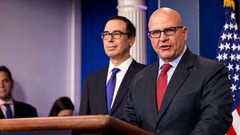 Turvallisuuspoliittinen neuvonantaja H.R. McMaster ja valtiovarainministeri Steven Mnuchin kertoivat maanantaina Venezuelan presidenttiä vastaan asetettavista sanktioista.