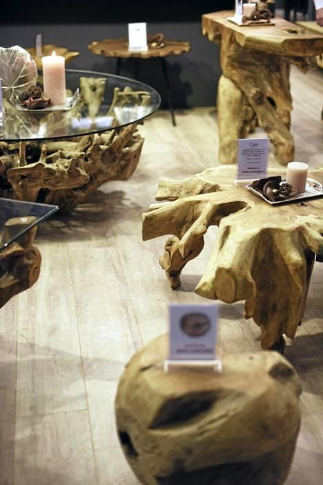 4. Luonnonmateriaalit: Puu, bambu ja muut luonnonmateriaalit olivat suosittuja sekä isoissa huonekaluissa että pienemmissä sisustustavaroissa.