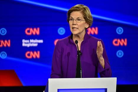 Elizabeth Warrenin mukaan nainen voisi päihittää Donald Trumpin tämän vuoden presidentinvaaleissa.