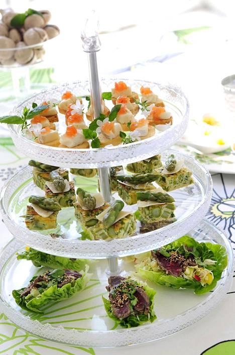 Juhlapöydässä on usein paljon erilaisia makuja. Kuohuviinit sopivat monenlaiselle ruualle.