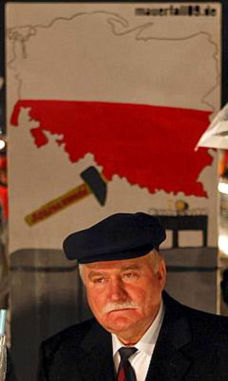 Lech Walesa on suivaantunut siitä, ettäPuolan presidentti Lech Kaczynski väitti hänen vakoilleen kommunistivallan aikaan.