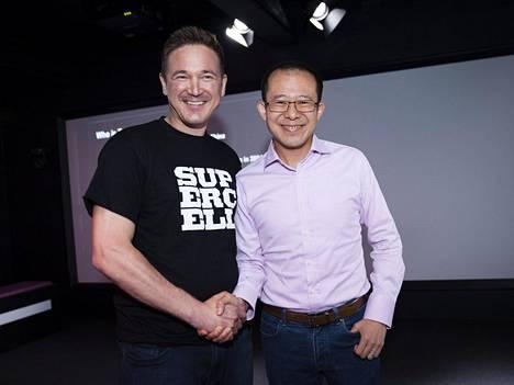 Supercellin toimitusjohtaja Ilkka Paananen ja Tencentin pääjohtaja Martin Lau