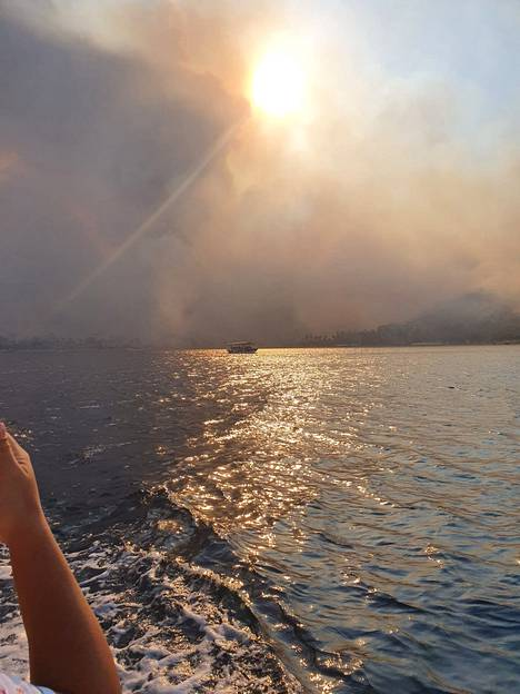 Kaupunki täyttyi savusta vain muutamia minuutteja sen jälkeen, kun Laura perhe oli päässyt pelastautumaan.