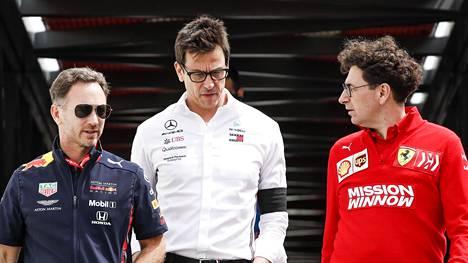 Vasemmalta Red Bullin tallipäällikkö Christian Horner, Mercedeksen tallipäällikkö Toto Wolff sekä Ferrarin tallipäällikkö Mattia Binotto.