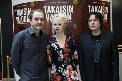 Dokumentin ohjaaja Arto Halonen, dokumentin päähenkilö Marissa Jaakola sekä tapauksesta kirjan kirjoittanut Ari Väntänen.
