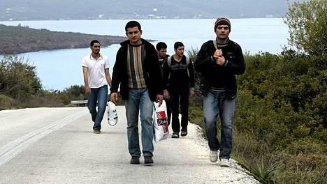 Lesbos avustaa saarelle rantautuvia maahanpyrkijöitä.
