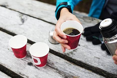 Nelisen kuppia kahvia on emeritusprofessorin mukaan optimaalinen määrä päivää kohti.