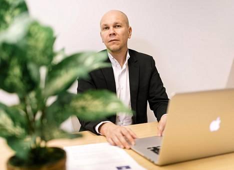 Tampereen yliopiston rokotekeskuksen johtaja, professori Mika Rämet.