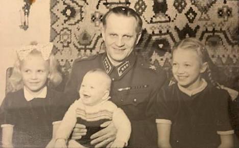 Hannele Laurin isä oli ammattisotilas.