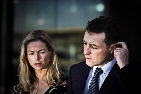Kate ja Gerry McCann kieltäytyivät sekä sarjan tekijöiden haastattelupyynnöstä että mahdollisuudesta katsoa sarja etukäteen.
