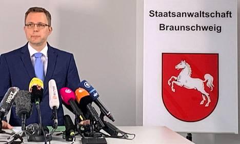 Braunschweigin syyttäjäviranomainen Hans Christian Wolters kertoi keskiviikkona tapauksesta tiedotustilaisuudessa.