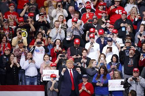 Trump vauhdissa Des Moinesin Knapp Centerissä