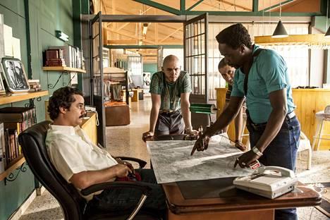 Wagner Moura esittää sarjassa Pablo Escobaria. Kuvakaappaus sarjasta.