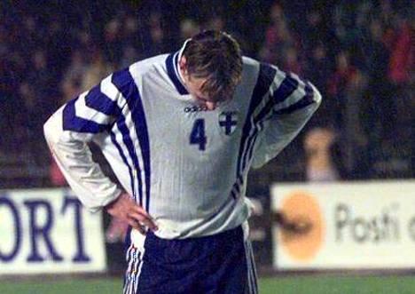 Sami Hyypiällä (vas.) oli pää painuksissa tappion hetkellä.