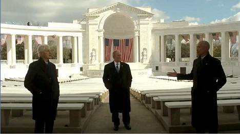 Bill Clinton (vas.), George W. Bush ja Barack Obama lähettivät tervehdyksensä uudelle presidentille.